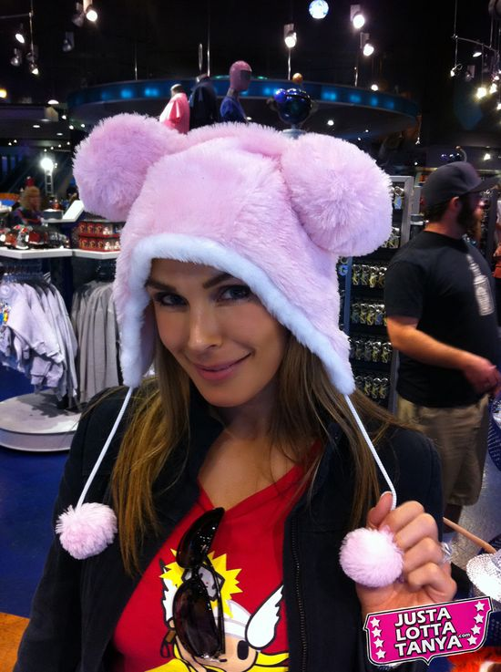 Tanya Tate™, JustaLottaTanya.com, Disney, Downtown Disney, D Street, Vinylmation, Exclusive Figures, Collectible Vinyl, geek, fan girl, nerd, entertainment blog, news, video reviews, action figure, Cheshire Cat, Goofy, Annual Passholder, Big Bad Wolf, Three Little Pigs, Cheshire Cat 2 pack