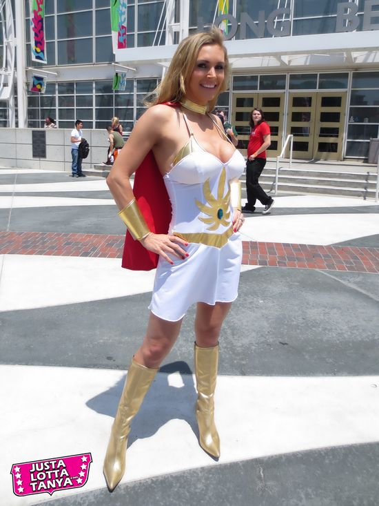 Tanya Tate, JustaLottaTanya.com, nerd, entertainment blog, news, video reviews, Long Beach Comic Con, LBCC, Cosplay, She-ra. Princess of Power, Sexy Geek Girl, Hot, Hottie, Blond, Sexy Cosplayer, Comic Con, Pictures, Model