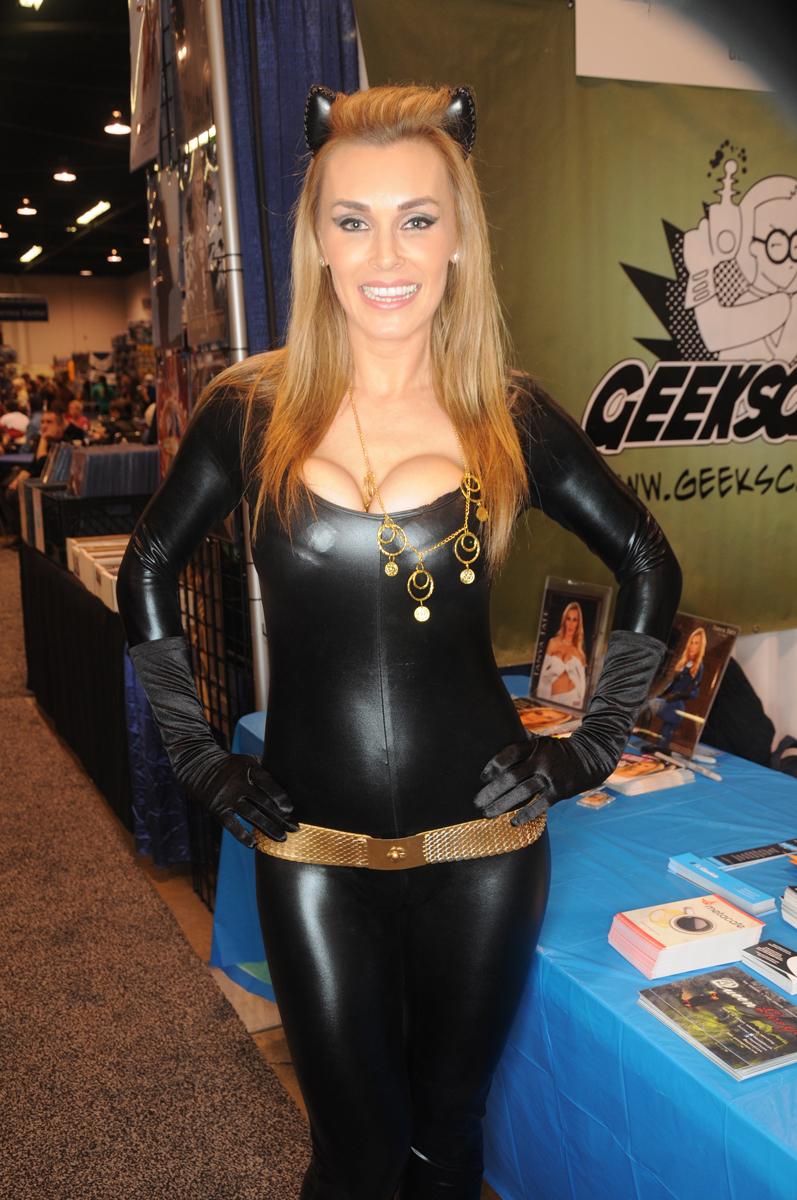 Justa Lottta Tanya Tate Catwoman Hot Cosplay Superhero Wondercon 2013 10