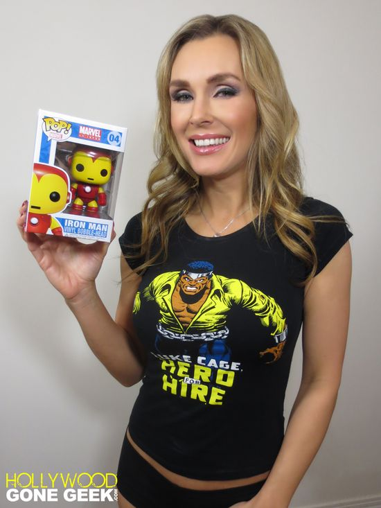 Hollywood Gone Geek, @HwoodGoneGeek, Entertainment, Superhero, Tanya Tate, Video, Review, Iron Man, Vinyl Figure, Bobblehead, Nerd, Geekdom, Funko, POP, comic book, Marvel Comics, Merchandise