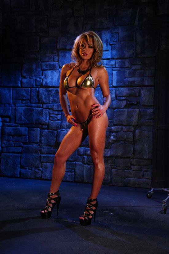 Mia_Lelani_Gold_Bikini_024