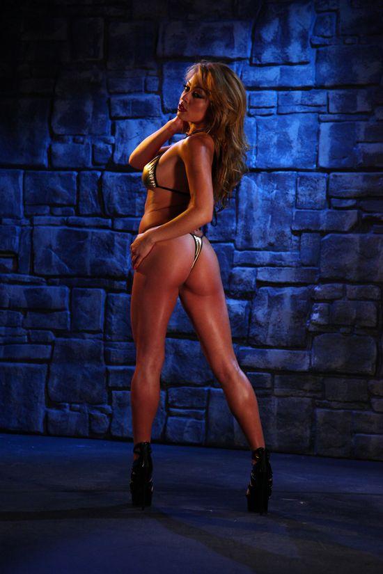 Mia_Lelani_Gold_Bikini_109