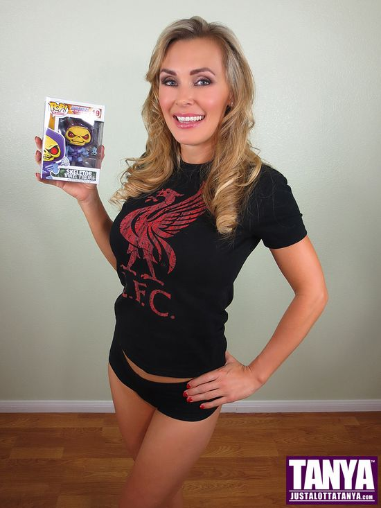 Tanya Tate, @TanyaTate, She-Ra, Masters of the Universe, MOTU, Princess of Power, POP, Funko, Vinyl Figure, Action Figure, Video, Review, Cosplay, Geek, Sexy Geek Girl, Entertainment, Powercon, He-man, Hordak, Skeletor, Spikor