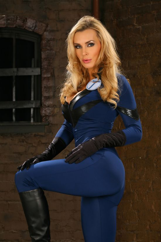Tanya Tate, JustaLottaTanya.com, @TanyaTate, Cosplay, Blogger, Superhero, Geek, Powercon, My Hero Toys, Vinyl Figure, Action Figure, Toys, Lady Titan, Comics Books, Collectibles, Appearance, Signing