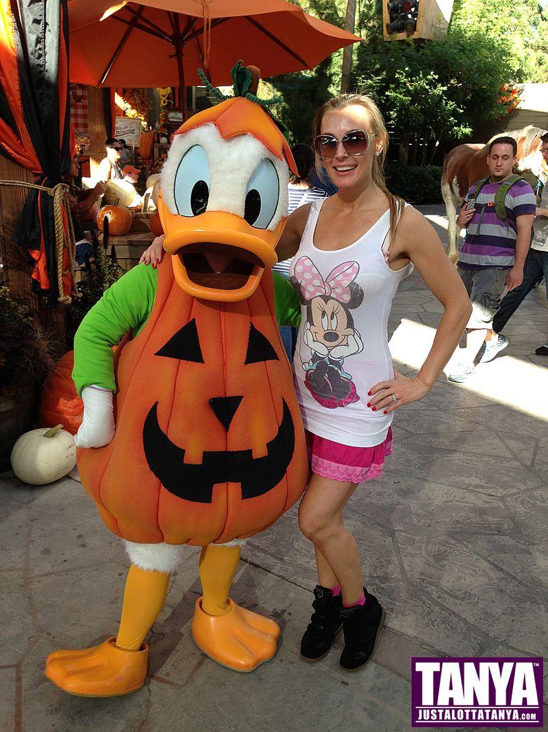 Tanya Tate Disneyland Disney Donald Duck Halloween 2013 015