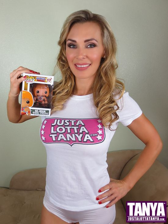 Tanya Tate, @TanyaTate, She-Ra, Masters of the Universe, MOTU, Princess of Power, POP, Funko, Vinyl Figure, Action Figure, Video, Review, Cosplay, Geek, Sexy Geek Girl, Entertainment, Powercon, He-man, Hordak, Skeletor, Spikor, collectible