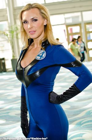 49185_Avengers-Cosplay-The-Invisible-Woman