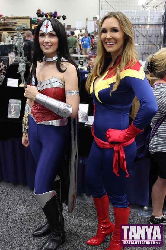 Tanya Tate San Diego Comic Con 2014 Captain Marvel Cosplay SDCC 000