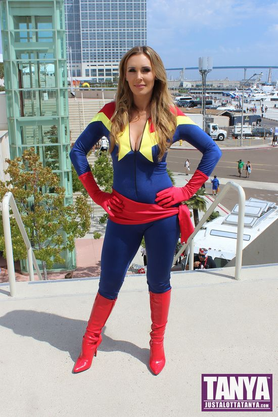 Tanya Tate San Diego Comic Con 2014 Captain Marvel Cosplay SDCC 005
