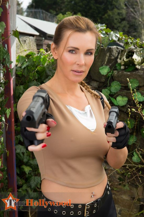 Tanya Tate Tomb Raider Lara Croft Cosplay Fiesta Magazine Photoshoot 03