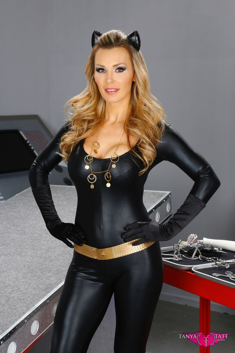 Cosplay-Queens-And-Tied-Up-Teens-001-Tanya_Tate