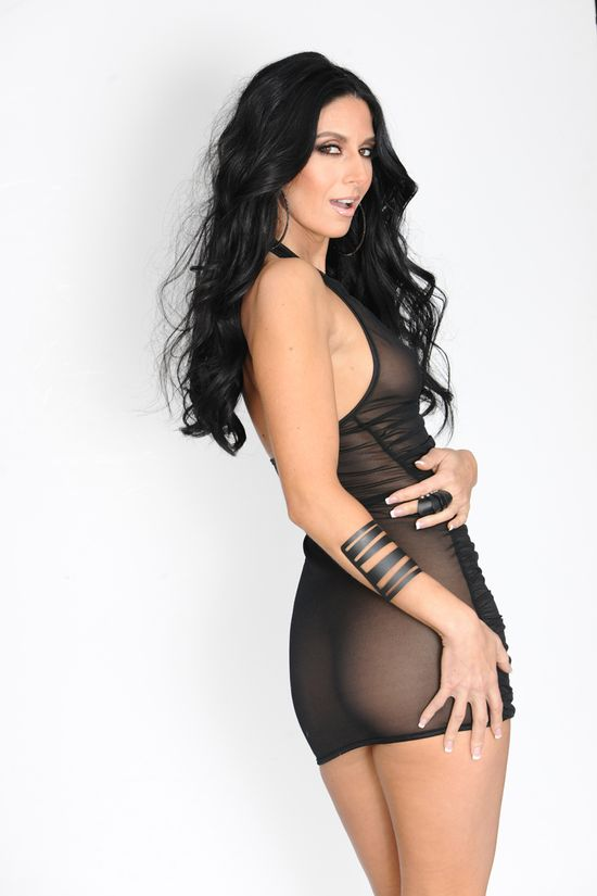 Nikki_Daniels_Black_Dress_06