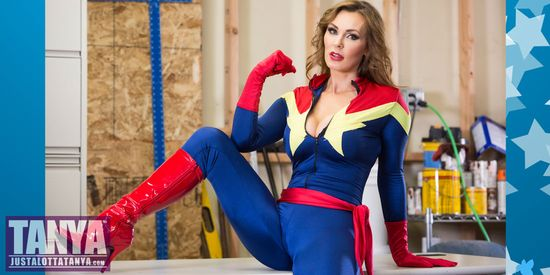 Tanya-Tate-Stan-Lee-Comikaze-Expo-Cosplay-Los-Angeles-JLT
