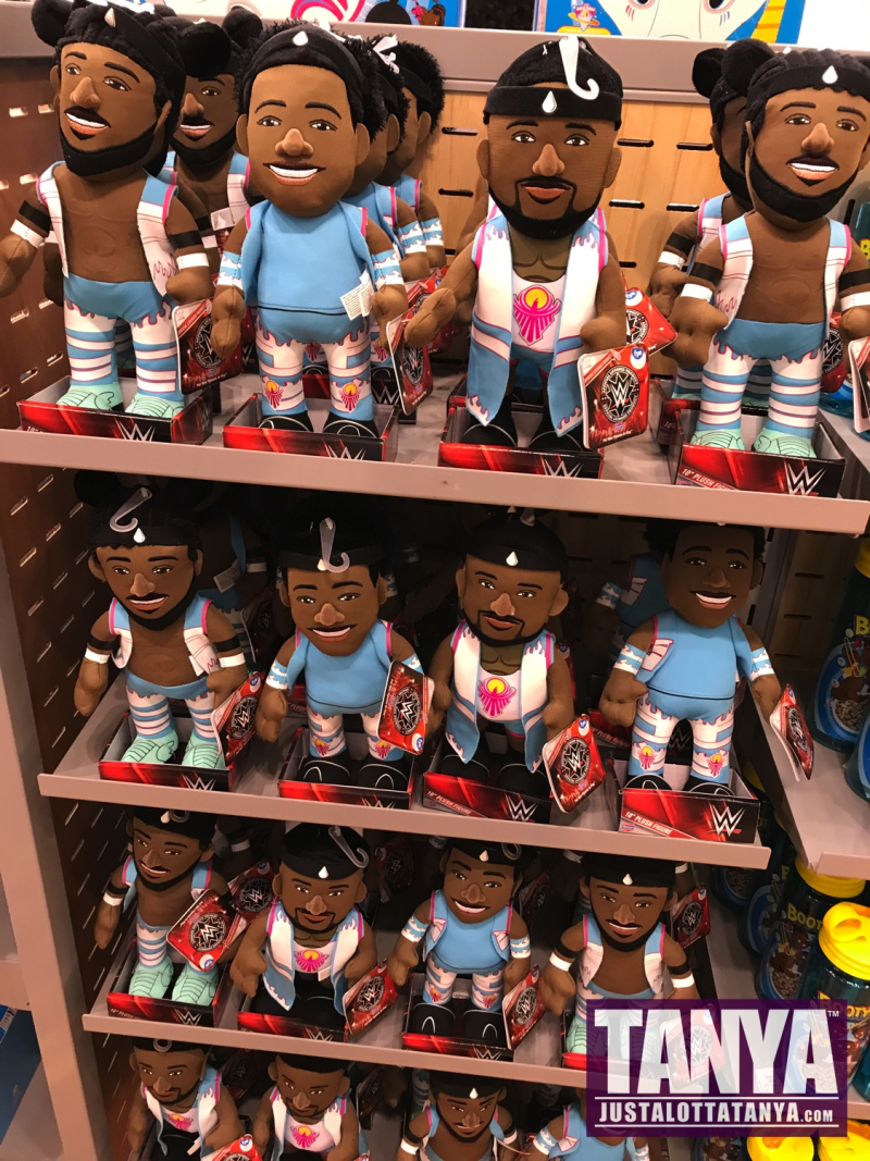 2017-FYE-WWE-PopUpShop-Exclusives-TheNewday-FinnBalor-SDCC-Funko-Collectibles-TanyaTate-5
