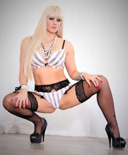 Holly_Heart_White_Black_Lingerie_01